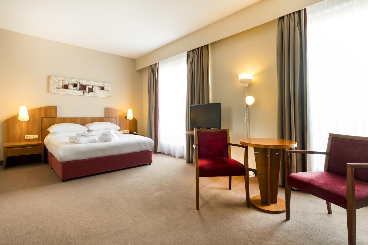 astoria-hotel-antwerp thumbnail