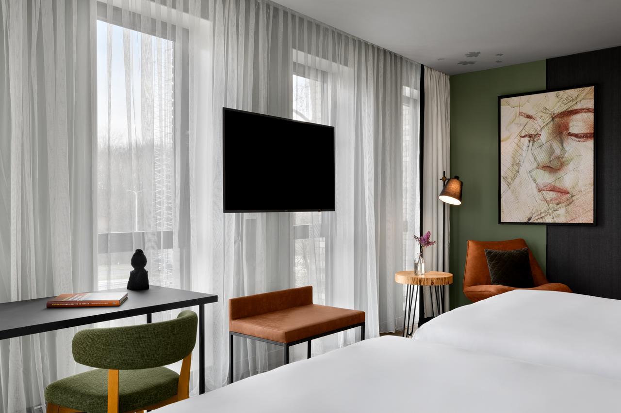 renaissance-amsterdam-schiphol-airport-hotel thumbnail