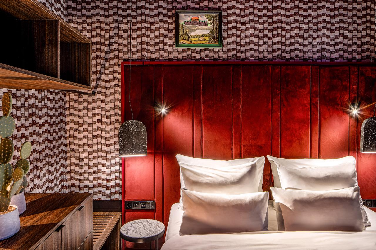 the-highlander-hotel thumbnail
